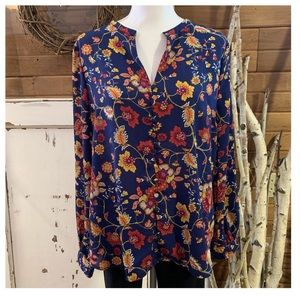 JustFab blue floral top w/ buttons